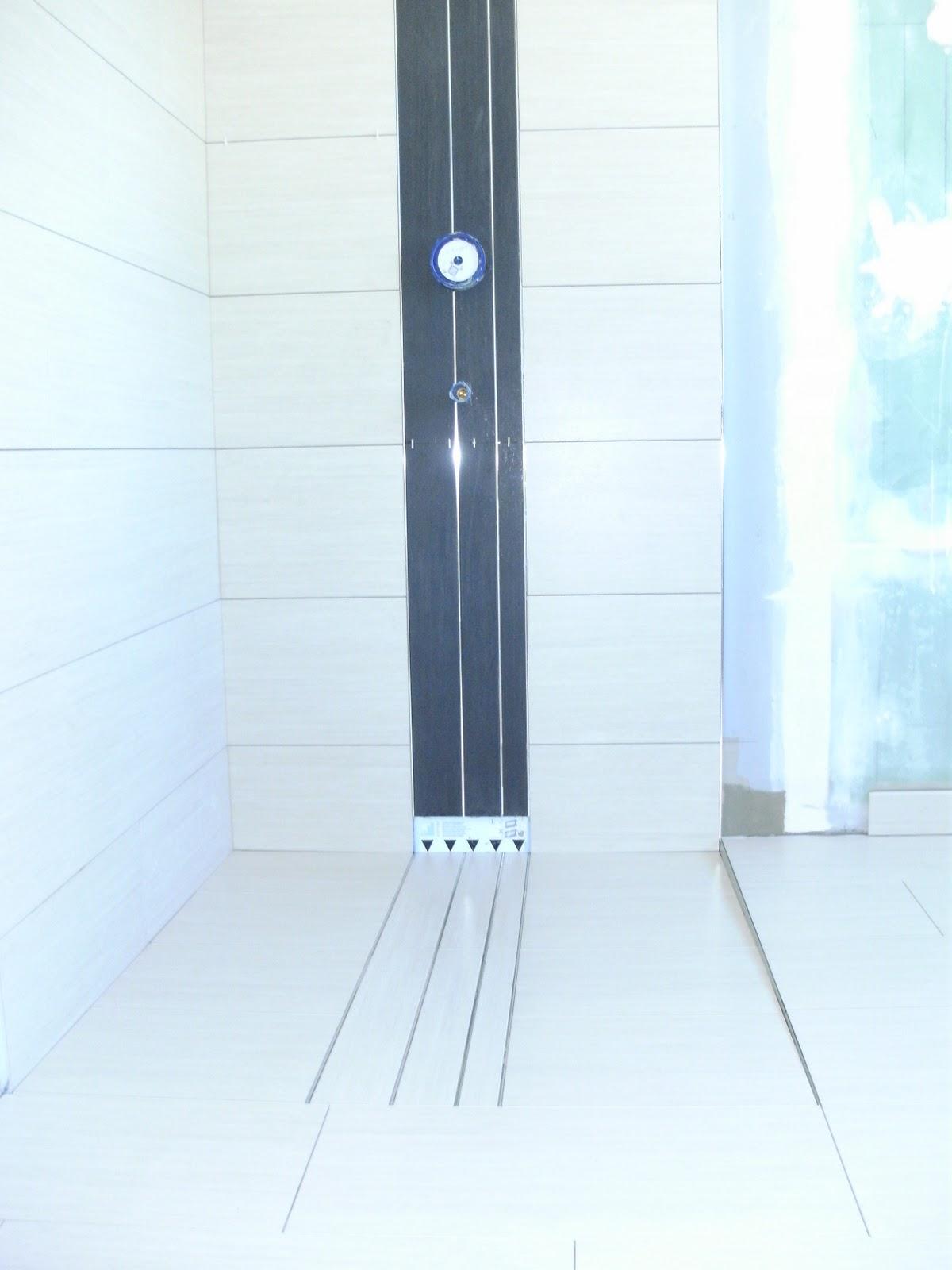 streifen mosaik dusche raum und m beldesign inspiration. Black Bedroom Furniture Sets. Home Design Ideas