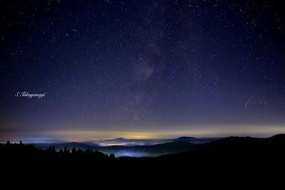 「星の村 天文台」よりペルセウス流星と天の川