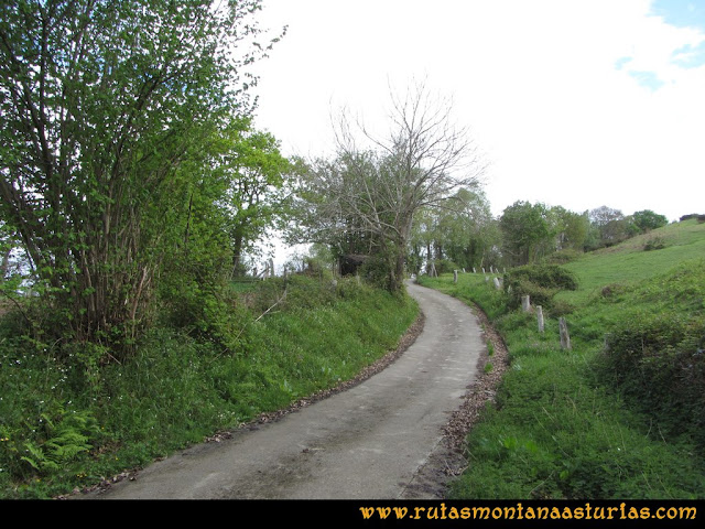 Ruta Torazo, Pico Incos: Carretera de El Sierro