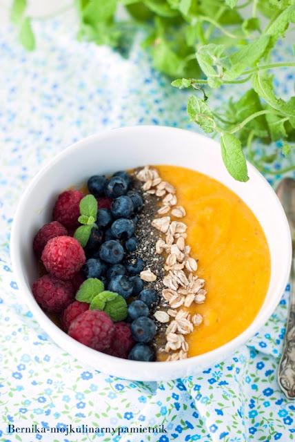smoothie, smoothie bowl, mango, sniadanie, tarczyca, hashimoto, bernika, dieta, kulinarny pamietnik