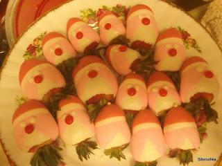 клубника, клубника в шоколаде, шоколад, глазурь, ягоды, десерты ягодные, десерты клубничные, ягоды в глазури, десерты, сладости, глазурь шоколадная, блюда из клубники Санта-Клаус, Дед Мороз, десерты новогодние, стол новогодний, рецепты новогодние, декор новогодний, декор новогодних блюд,клубника, клубника рецепты, десерты из клубники, самые вкусные клубничные десерты, что можно сделать из клубники, ягодный десерт, клубника в глазури, десерт из свежих ягод, рецепты из клубники, клубника в шоколаде в домашних условиях, клубника в шоколаде на подарок, букет из клубники, букет из ягод, подарки на 5 марта, подарки на день влюбленных, ягоды в шоколаде, клубника в шоколаде мастер класс, как делать клубнику в шоколаде на продажу, клубника в шоколаде в домашних условиях, букет из клубники в шоколаде, торт клубника в шоколаде, клубника сладкоежка, фрукты в шоколаде, Варенье «Клубника в шоколаде», Как приготовить клубнику в шоколаде, Клубника в белом шоколаде и кокосовой стружке, Клубника в белом шоколаде и темных шоколадных чипсах, Клубника в глазури для романтического свидания, Клубника в розовом шоколаде на шпажках, Клубника в смокинге, Клубника в темном шоколаде, Клубника в шоколаде, Клубника в шоколаде «Божьи коровки» на День, Влюбленных, Клубника в шоколаде и хрустящем арахисе, Клубника в шоколаде на Хэллоуин,, Клубника в шоколаде с карамельными фигурками, Клубника в шоколаде Санта-Клаус, Клубника в шоколадном корсете, Клубника в шоколадных лодочках, Клубничные букеты — идеи, Клубничный шоколадный букет, Красивое оформление клубники в шоколаде, «Мраморная» клубника, «Услада для романтиков» — клубника в глазури, «Шляпа ведьмы» — клубника в шоколаде, Шоколадно-клубничные сердечки,