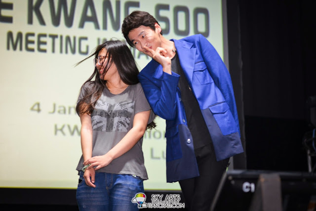 Kwang Soo's Aegyo mode interacting with the fans on stage Lee Kwang Soo Fan Meeting in Malaysia
