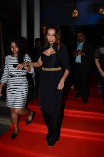 Bipasha Basu looks so cute in Black Long dress with pluning necklien at Geospa Asiaspa Awards 2016