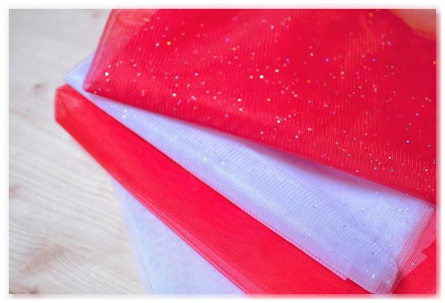 tulle rouge et tulle blanc à paillettes holographiques