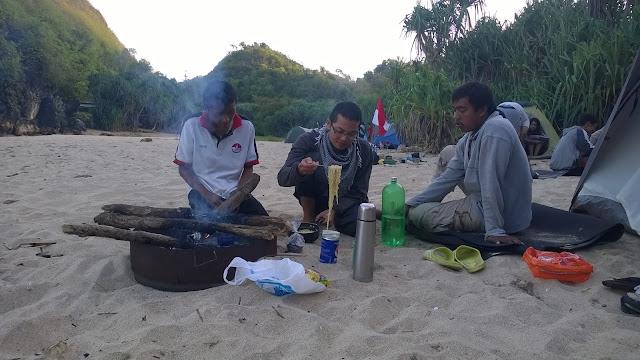 Kemping di Pantai Greweng