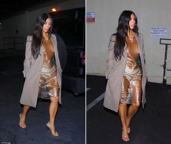 Foto Hot: Baju Plastik Tembus Pandang Artis Seksi Kim Kardashian Bikin Heboh