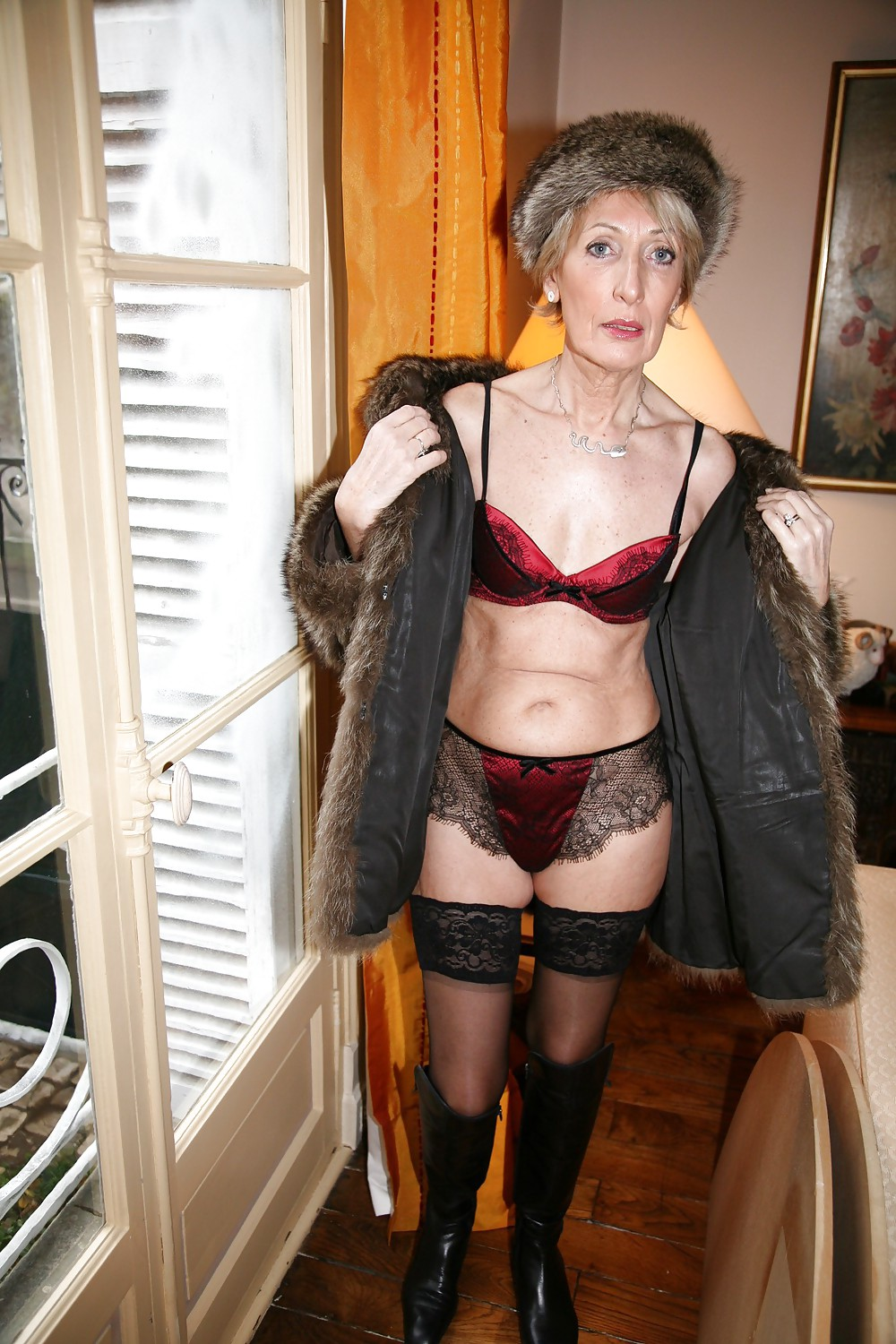 Mature Women Posing In Panties