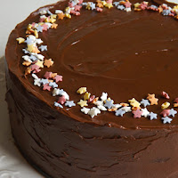 http://www.bakingsecrets.lt/2015/12/sokoladinis-grietininis-tortas.html