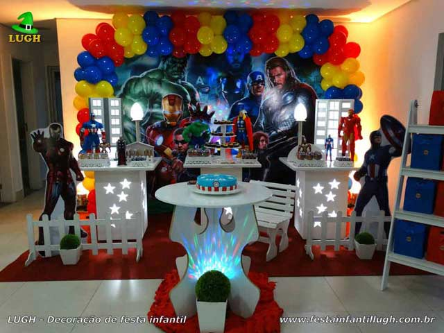 Decoração tema Os Vingadores - Mesa provençal para festa de aniversário infantil decorada na Barra da Tijuca RJ