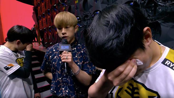 Thành viên của Seoul Dynasty bật khóc trong buổi phỏng vấn Overwatch League Playoff
