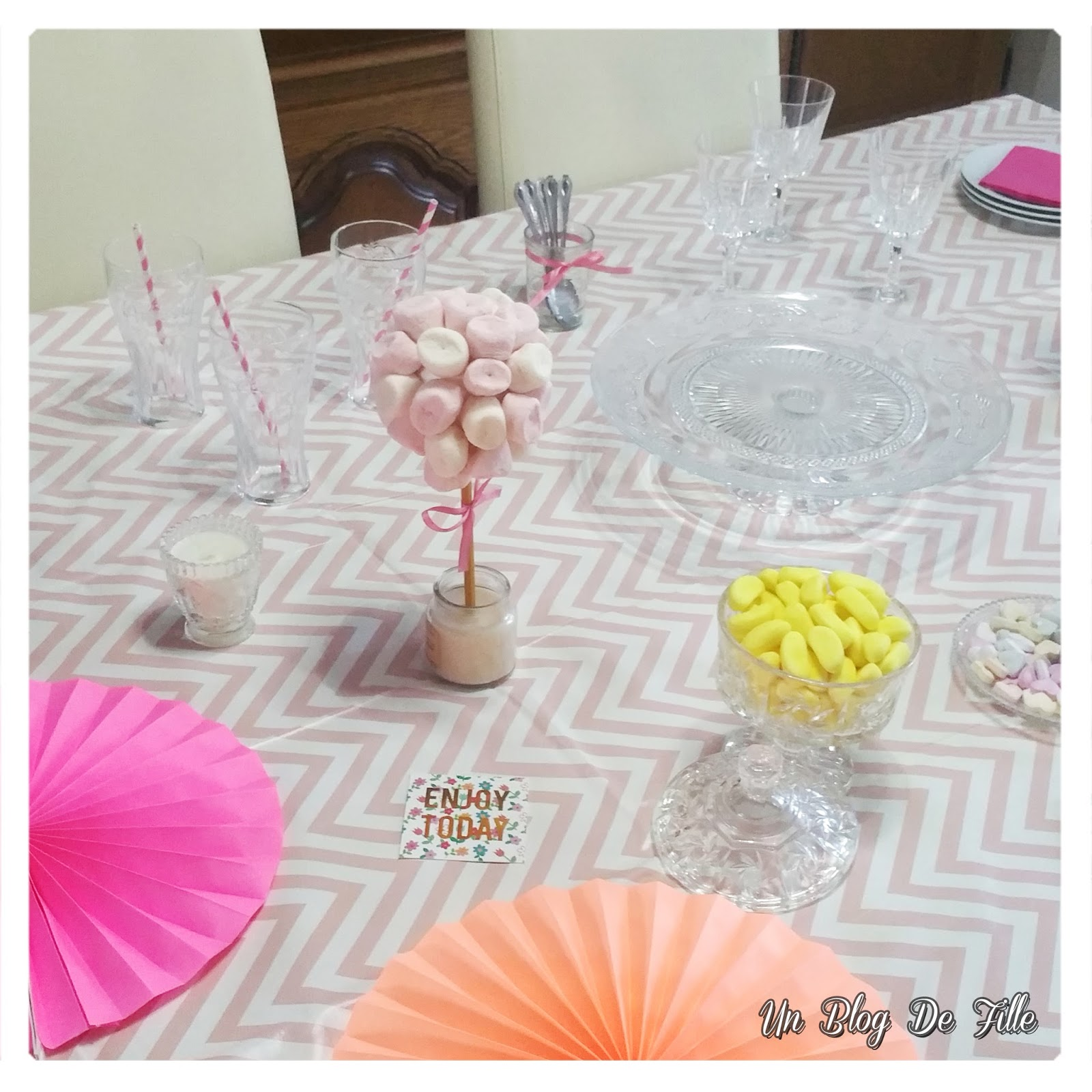 http://unblogdefille.blogspot.fr/2017/12/decoration-table-danniversaire-rose-et.html