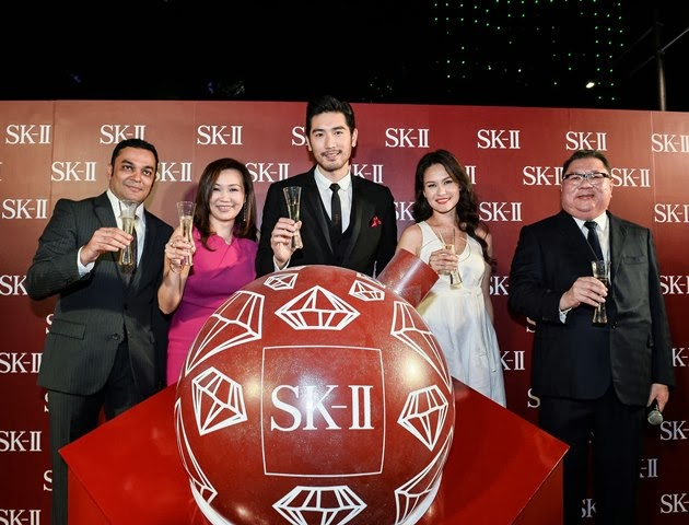tangs orchard sk-ii festive xmas light up