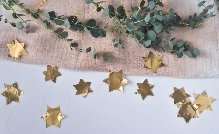 easy DIY Stars Garland using metal foil