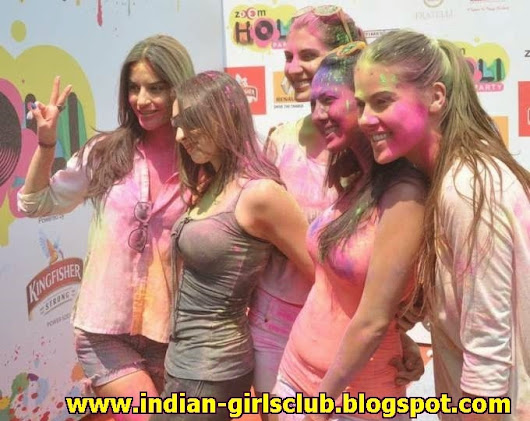 Hot Indian cute Model girl at Holi Party 2014 – very Sexy Boobs Show – Tight – Wet