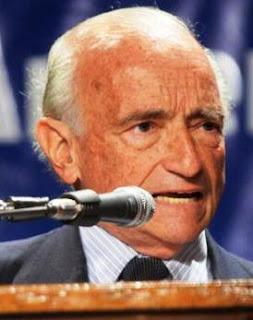 El economista y ex ministro de Economía Aldo Ferrer falleció ayer a los 88 años, según confirmaron a Télam algunos de sus allegados que habían trabajado con él en el Grupo Fénix.