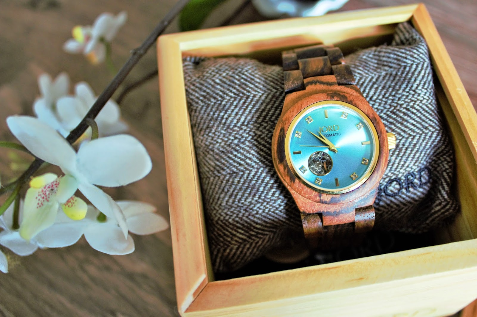 Jord Watch - Cora in zebrawood with turquoise face