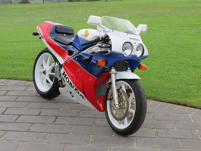 Honda RC30 HD Pics