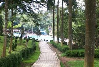 http://www.teluklove.com/2016/10/pesona-keindahan-taman-botani-sukorambi.html