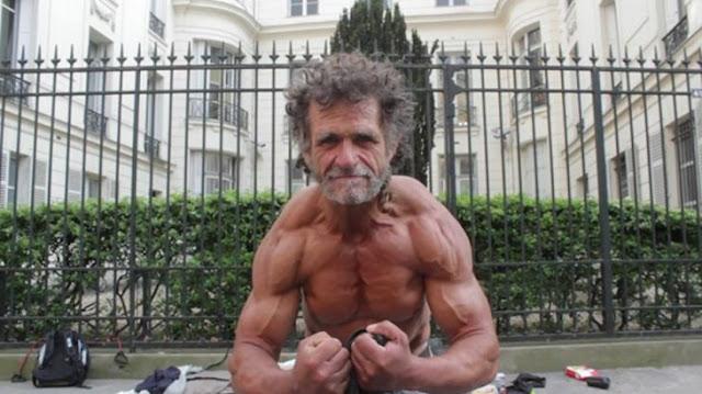 El indigente que se volvió Fisicoculturista y que entrena en las calles para competir