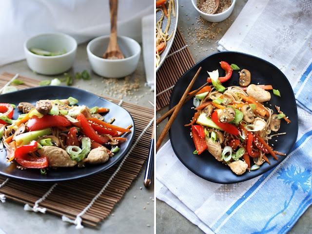 Lo Mein Nudelpfanne mit Gemüse und Hähnchen