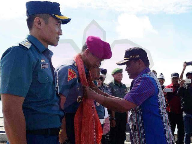 Edy Prakoso Kunjungi Anggota TNI AL dan Masyarakat di Pulau Selaru
