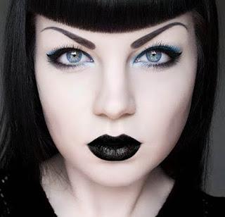 Rekomendasi 10 Lipstik Warna Hitam Terkesan Gothic Look