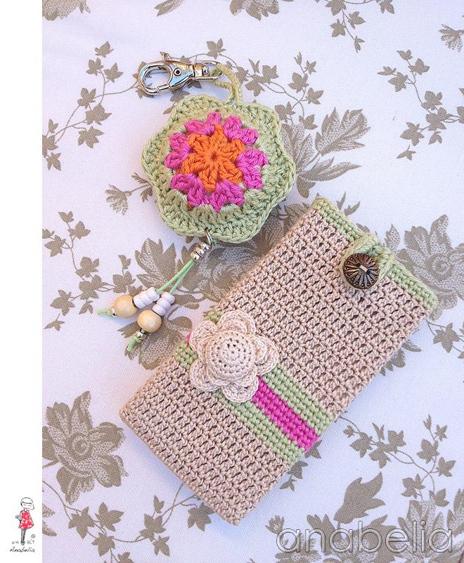 Anabelia craft design: Funda de crochet para móvil y llavero a juego