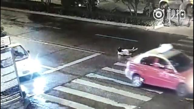 Bikin Geram!! Ada Wanita Kecelakaan, Orang Di Sekitarnya Malah Diam Saja, Simak Video Ini