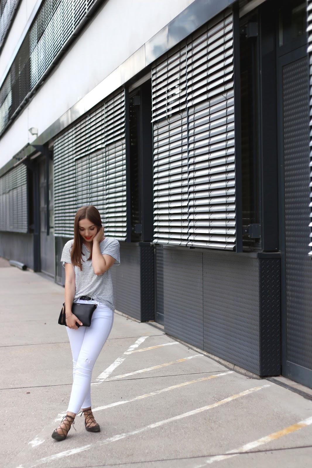 Weiße Jeans & Streifenshirt | www.sparklyinspiration.com