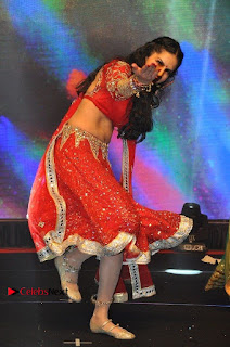 Bollywood Actress Model Sunny Leone Dance Performance in Red Half Saree at Rogue Audio Launch 13 March 2017  0123.jpg