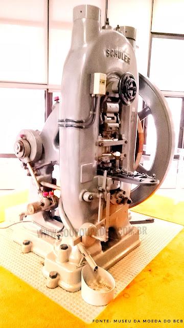 26. Visita ao Museu de Valores do Banco Central do Brasil em Brasília: Máquina de cunhar moedas do Museu da Moeda da marca Schuler