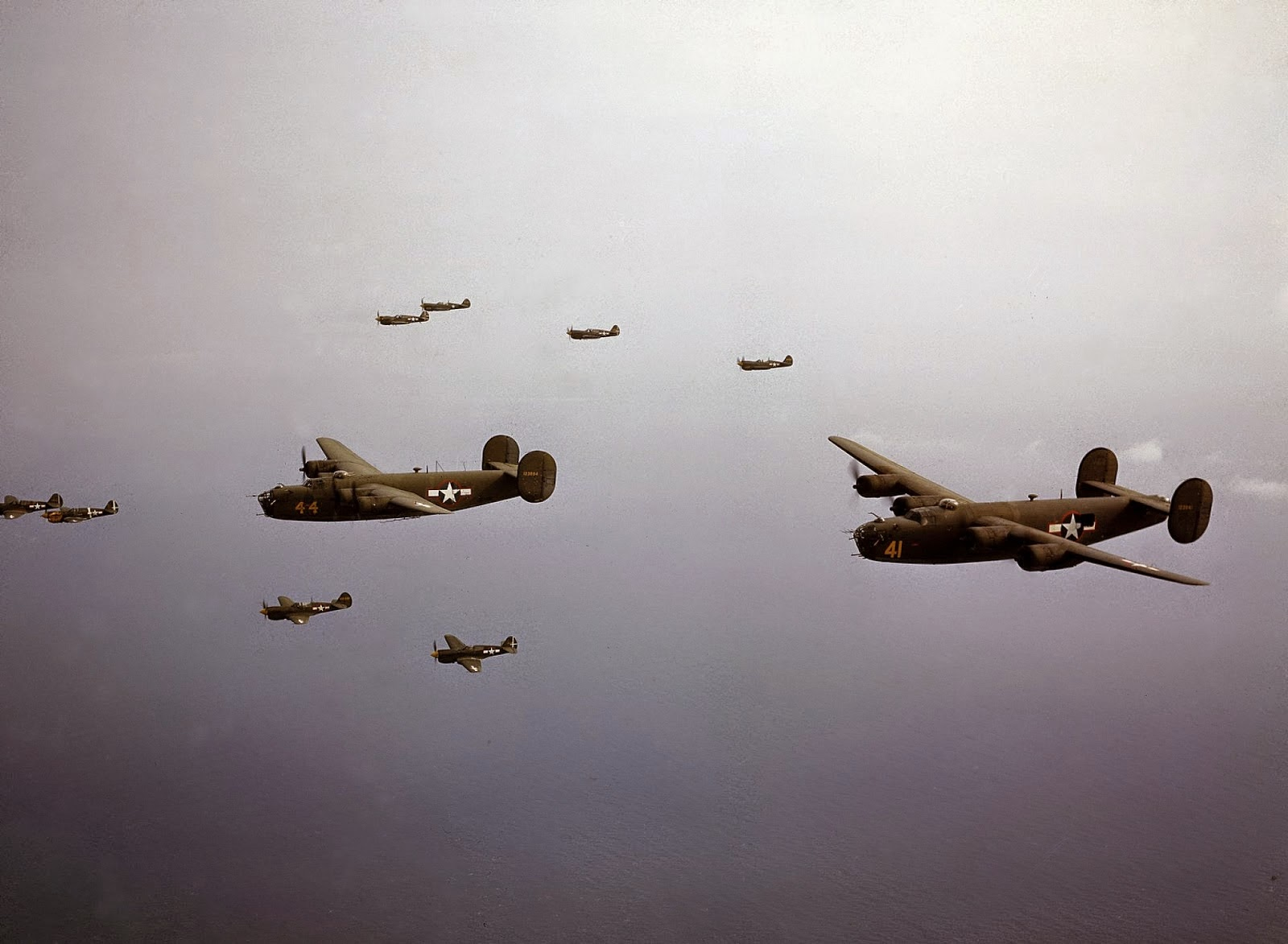 http://3.bp.blogspot.com/-1v3uUe2SwEU/VLacGubStlI/AAAAAAABOMA/g_xdI0UOgx4/s1600/Rare+Color+Photographs+from+World+War+II+(3).jpg