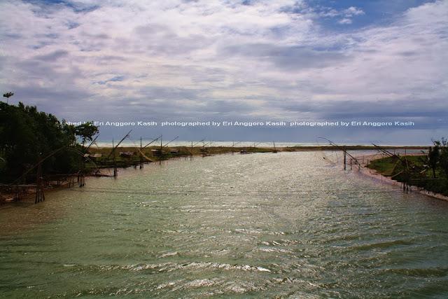 Sungai yang bermuara ke laut Selatan.