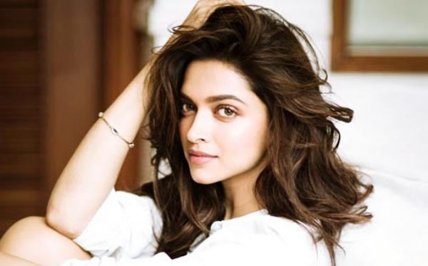 Deepika Padukone Artis Muda Bollywood Tercantik