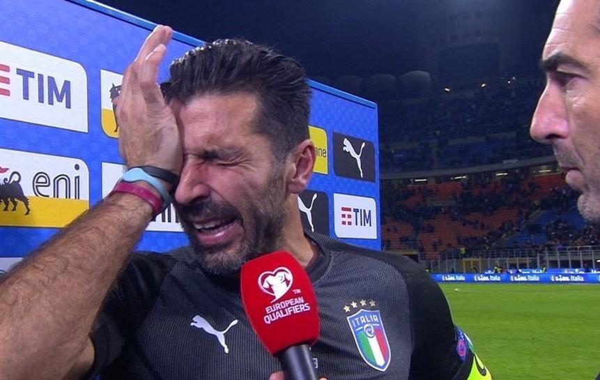 Italia eliminata dai Mondiali: Buffon ci ha messo la faccia (in lacrime) al posto di Ventura e Tavecchio