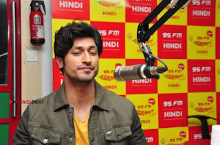 Vidyut Jamwal Adah Sharma Commando 2 Movie Team at Radio Mirchi 95  0032.jpg