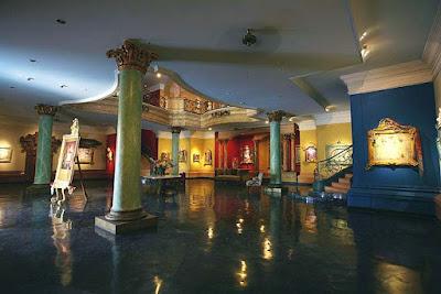 penampakan ruangan dalam museum antonio blanco ubud bali indonesia