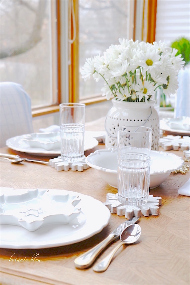 snowflake-winter-tablescape-how-why