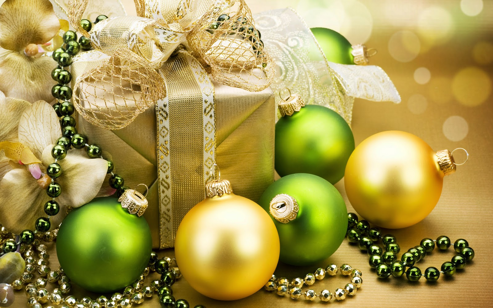 Golden-Christmas-balls-with-green-baubles-gift-box-pack-background-HD-wallpaper.jpg