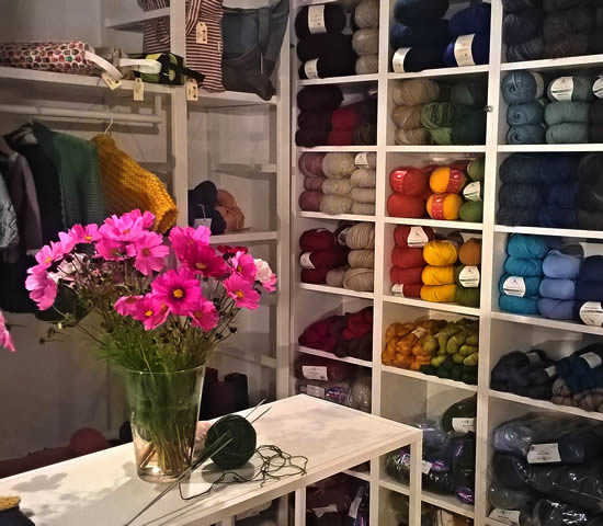 Wool shops in Bologna, Italy (photo by Atelier della Lana) | Happy in Red