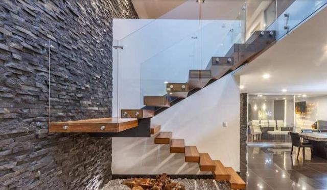 tangga rumah tingkat