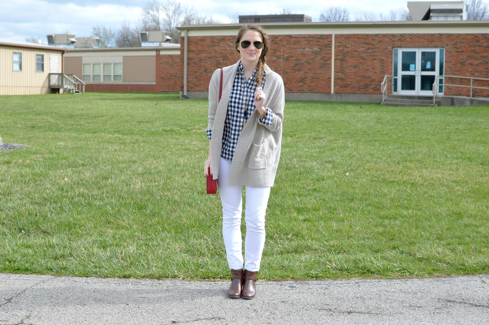 cute outfits for spring: navy gingham and white denim