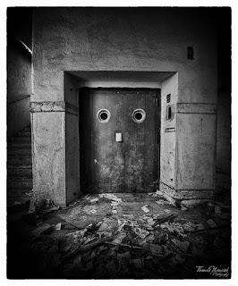 Doors Closing & Ken Armstrong Writing Stuff: Doors Closing