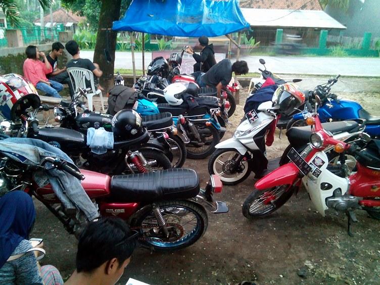 Bagi-bagi Takjil ala Pangandaran Honda Klasik (PHK)