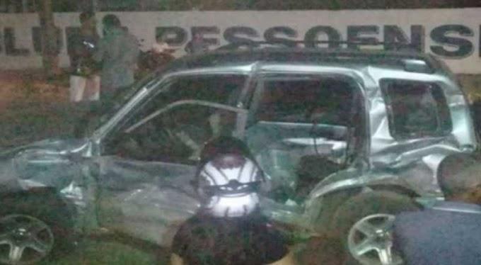 Acidente: trem se choca contra veículo em Santa Rita