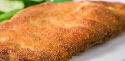 Foto de frango frito empanado sem usar ovo.
