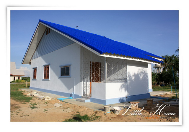 Small houses are getting more popular these days. Small houses are, of course, a better option for those who are on a budget. Come and see this small but beautiful house that has a total living space of 100 square meters, 2 bedrooms, and 1 bathroom. Perfectly suitable for small families.
