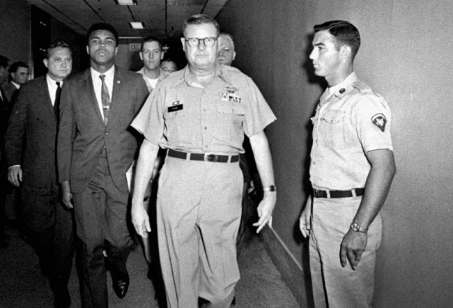 Muhammad Ali menolak memerangi Vietnam dan menyatakan Perang merupakan pendustaan terhadap Kitab Alquran.
