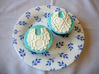 Cupcakes con babero de bebe