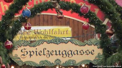 Spielzeuggasse Weihnachtsmarkt Hamburg Rathaus Rathausmarkt
